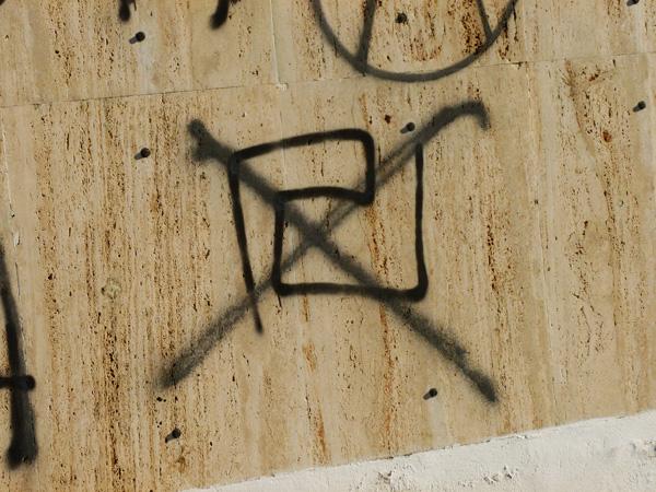 Przekreślony symbol Złotego Świtu