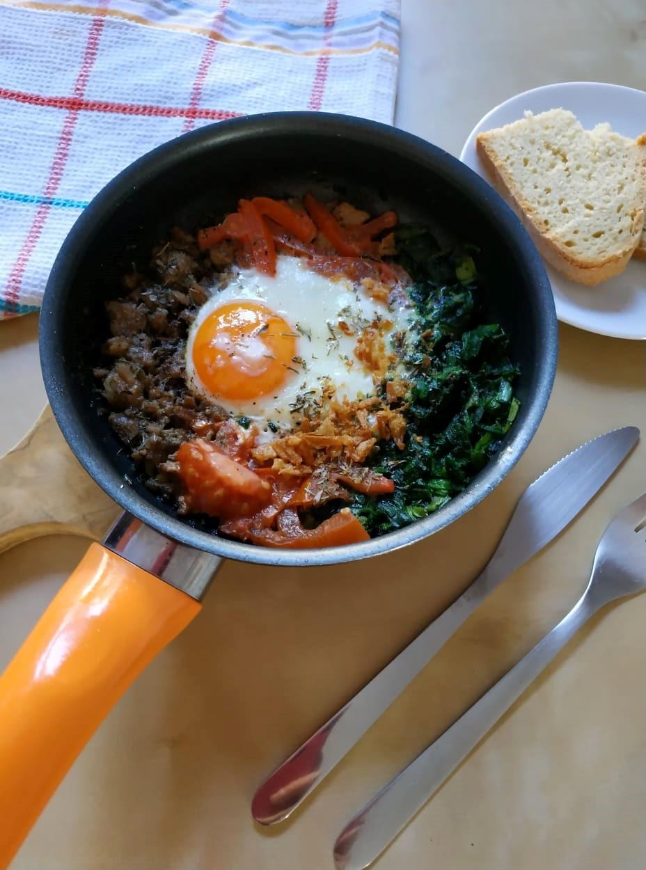 Greckie śniadanie z kavourma